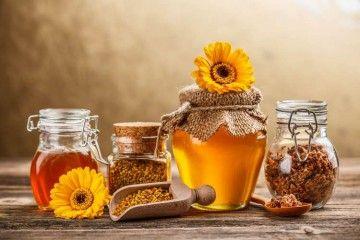 Баночки з медом і квітками