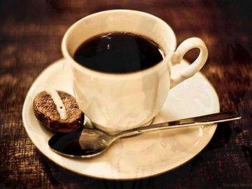 Чашка кави на блюдце