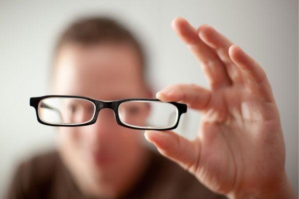 Що таке короткозорість і далекозорість?