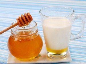 Чудодійна сила молока з медом на ніч