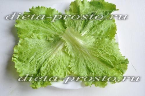викладіть листя салату