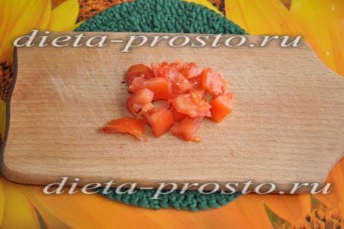 наріжте помідор