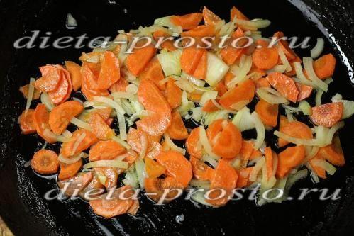 підсмажити цибулю і моркву