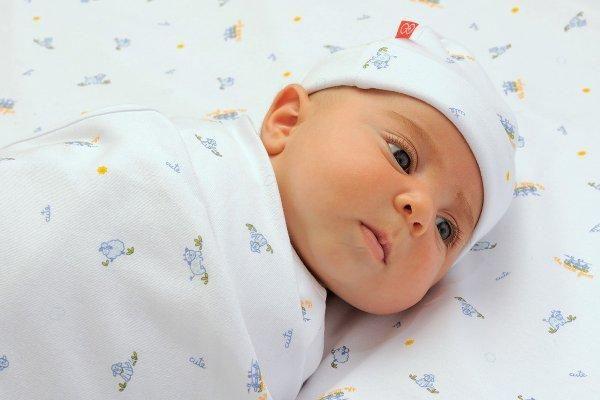 Добре це чи погано, коли новонароджена дитина гикає?