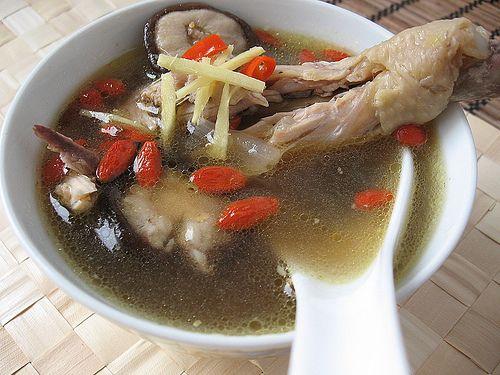 Ягоди годжі і курячий суп від застуди та грипу