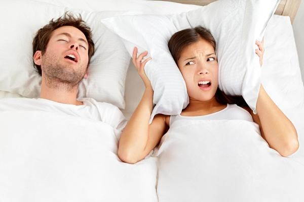Як позбавитися від хропіння чоловіка?