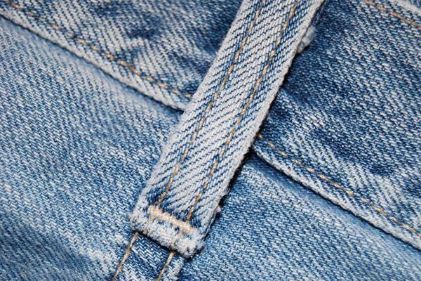 Як носити джинсовий одяг після 40 років