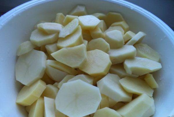 нарізати картоплю