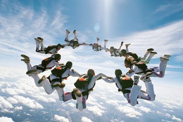Як стрибки з парашутом впливають на наш організм