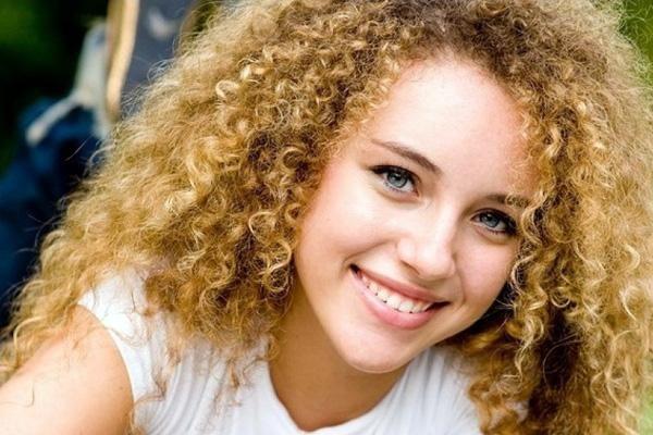 Як зберегти красу волосся після хімічної завивки