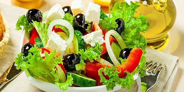 Класичний рецепт грецького салату: історія, приготування і варіації