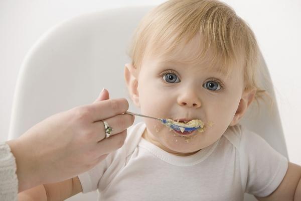 Коли починати прикорм дитині?