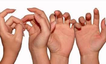 руки дівчини
