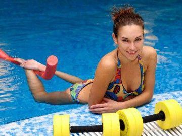 Кращі вправи для тренування в басейні