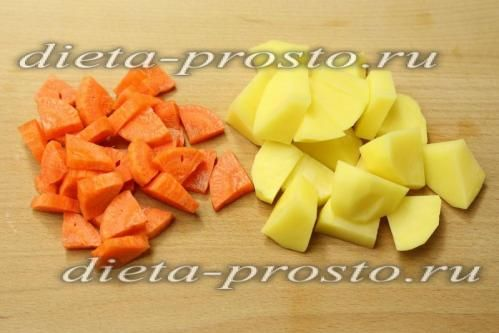 Картоплю і моркву нарізати