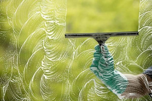Миття вікон в квартирі: проведення генерального прибирання
