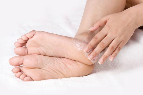 Народні засоби лікування тріщин п`ят