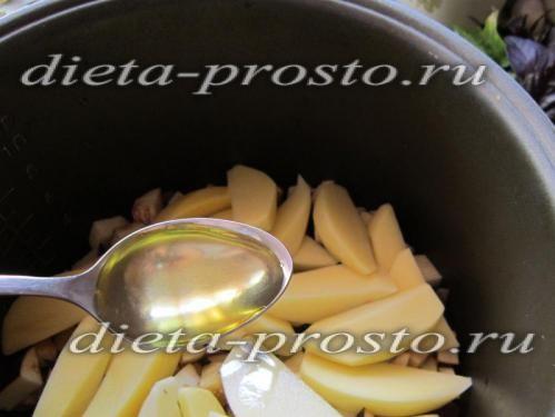 Вливаємо 1 десертну ложку масла