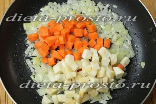 Додати моркву і селеру