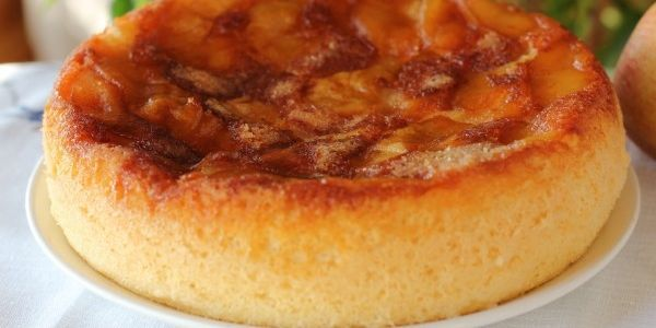 Пиріг з яблуками в мультиварці: рецепти ароматної випічки