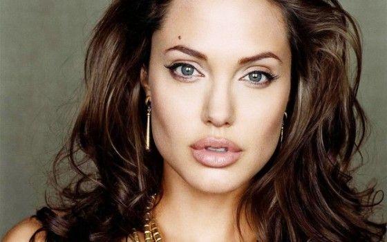 фото Джолі в фас