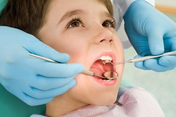 Чому випадають пломби із зубів
