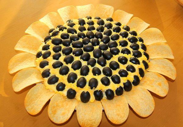 Святковий салат «соняшник» з чіпсами: покрокові рецепти