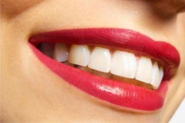 Переваги та недоліки імплантації зубів