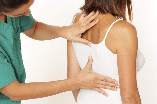 Ознаки порушення постави і патологій хребта