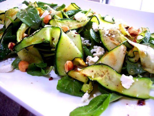 Прості рецепти смачних салатів зі свіжих кабачків