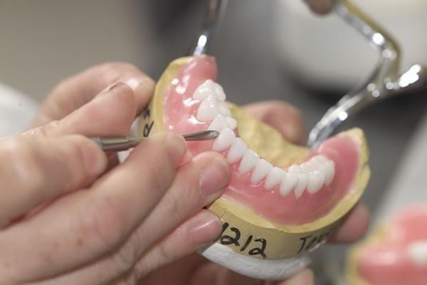 Протез, а зуби, як справжні