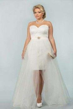 Дівчина у весільній сукні з сумочкою