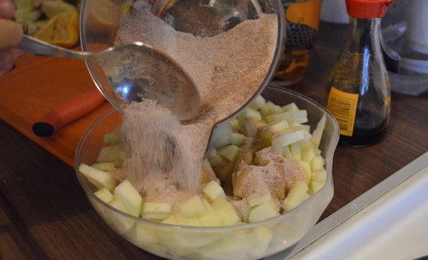наріжте яблука