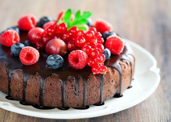 Рецепти приготування і техніка прикраси тортів з ягодами
