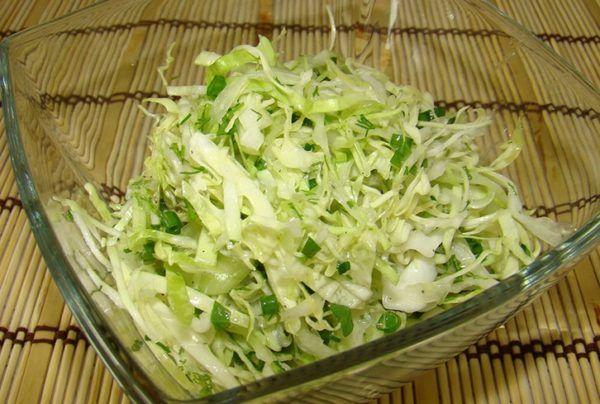 Рецепти салатів зі свіжої білокачанної капусти на кожен день