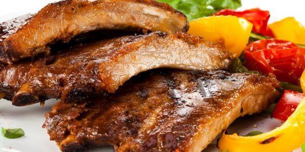 Рецепти соковитих свинячих реберець, запечених в духовці
