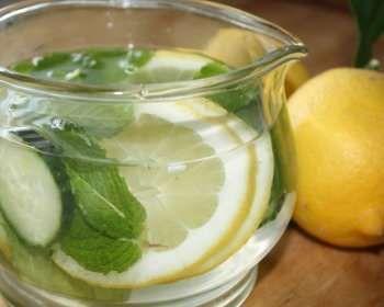 Вода з огірком м`ятою і лимоном