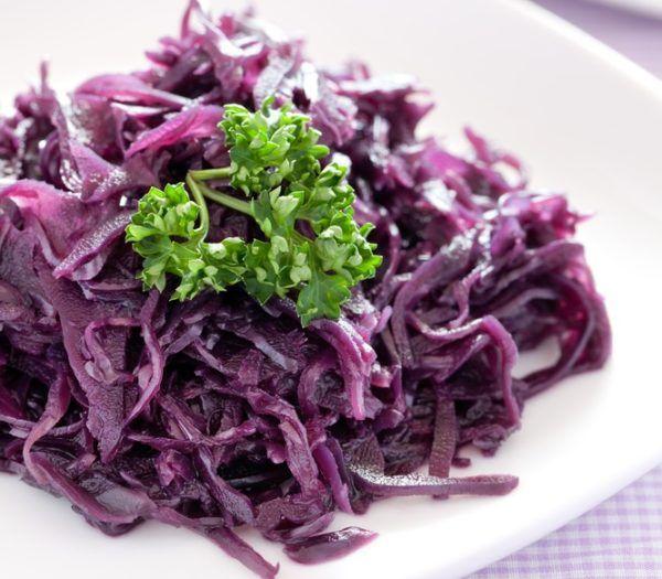 Рецепти смачних салатів з корисною червоної капусти