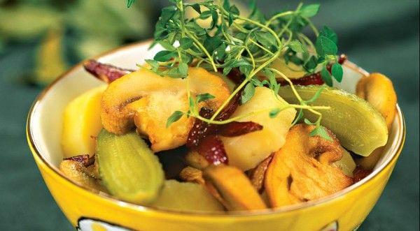 Рецепти смачних салатів з солоними огірками