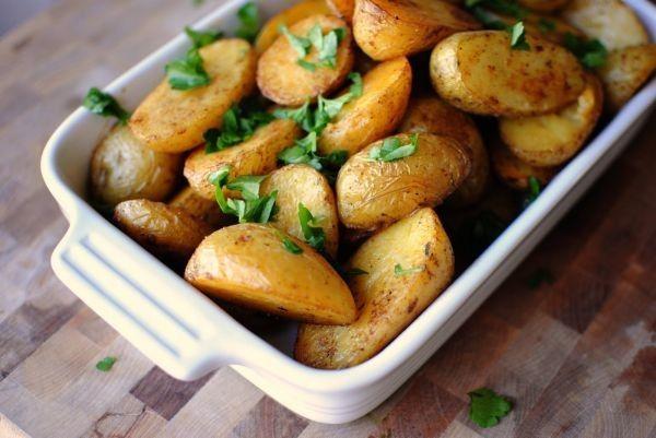 Рецепти запеченої картоплі по-селянськи в духовці