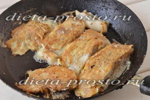 обсмажте філе риби в клярі до готовності