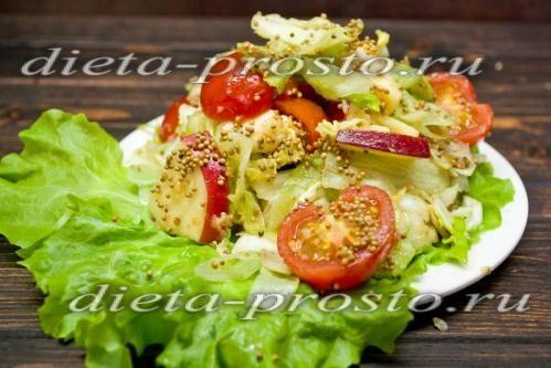 Салат айсберг з помідорами чері