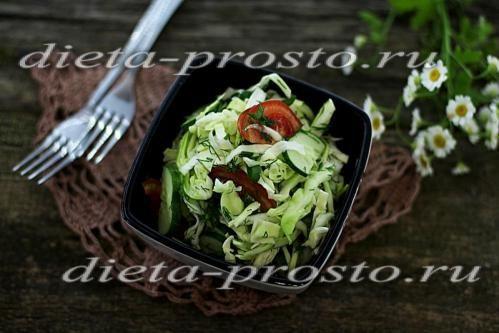 Салат з капустою, огірком і помідором