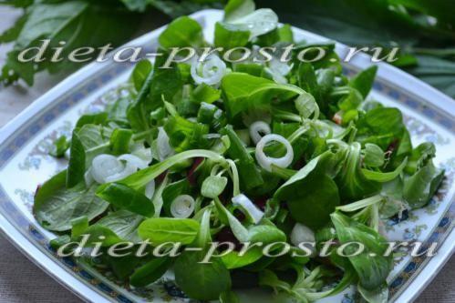Зелену цибулю і салат корн