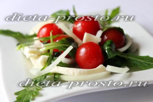 Викладаємо салат на блюдо