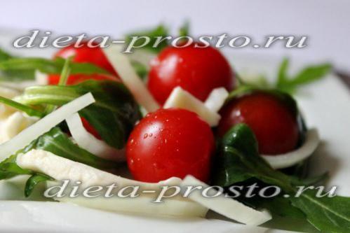Салат з моцарелою і помідорами для схуднення