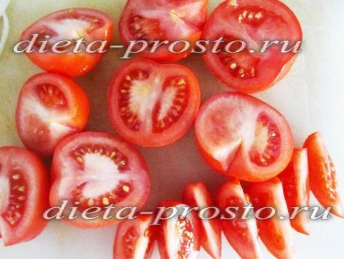 нарізаємо томати часточками