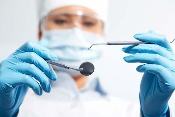 Сучасна стоматологія в ярославлі. Лазерне лікування зубів без болю