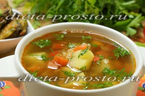 Суп на курячому бульйоні з червоною сочевицею і овочами