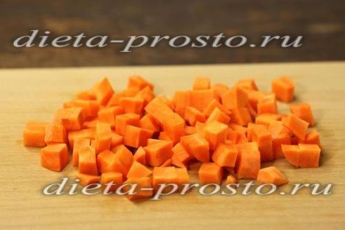 Ріжемо дрібними кубиками морква